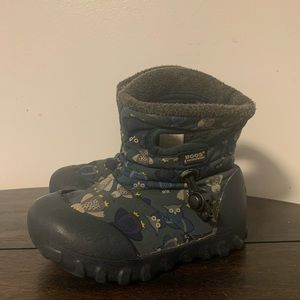 Toddler size 8 bogs insulated boots